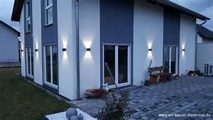 Außenbeleuchtung Haus Led : beleuchtung der hauswand mit led leuchten stromsparend ~ Lizthompson.info Haus und Dekorationen