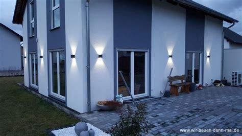 Beleuchtung der Hauswand mit LED Leuchten   Stromsparend