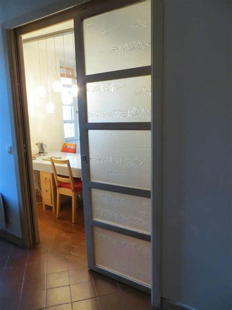porte coulissante cuisine top conue pour sparer le salon de la cuisine cette porte