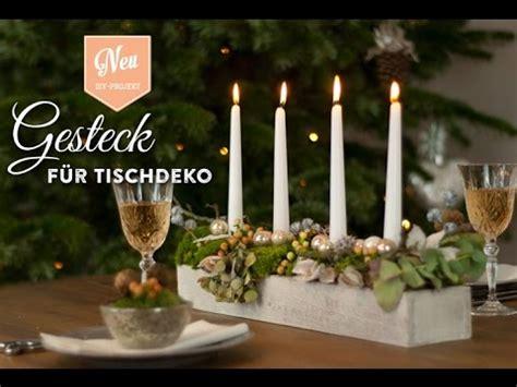 weihnachtsdeko basteln gesteck fuer huebsche tischdeko
