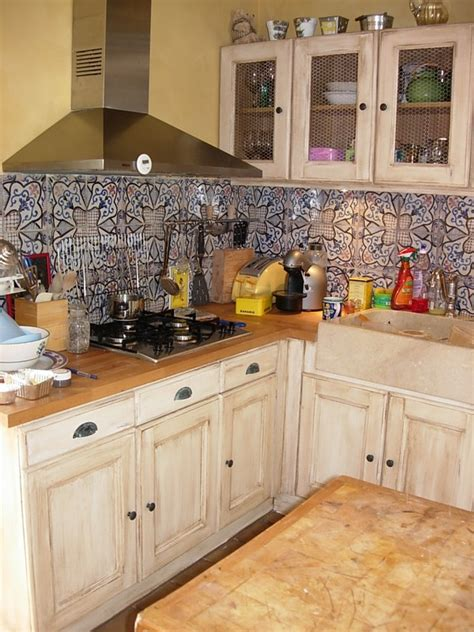 renovation cuisines rustiques rénovation d 39 une cuisine rustique la métamorphose de vos meubles