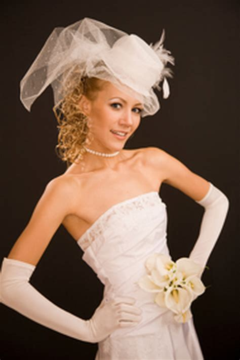 coiffure de mariage avec chapeau