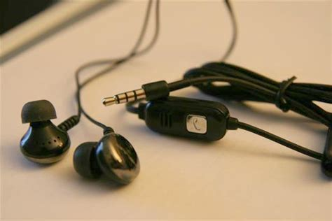 why does my iphone say headphones helium digital hd 340 boombuds for mobile review iphone