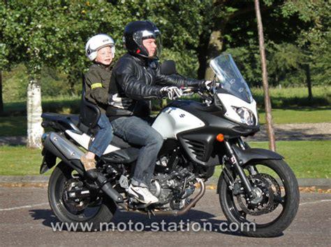 siege enfant moto transporter un enfant 224 moto ou scooter part 2 test du