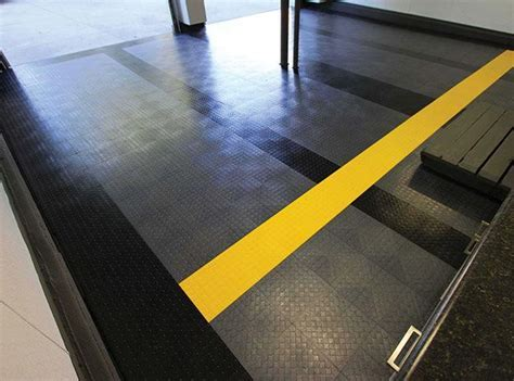 RaceDeck CircleTrac Flooring   Camelback Displays