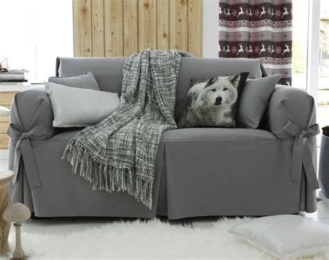 housse de canapé gris housses à nouettes pour fauteuil ou canapé becquet