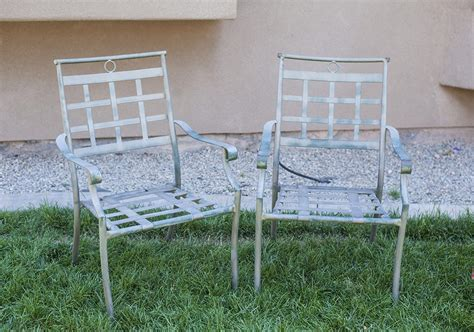 how to paint outdoor chairs with spray paint