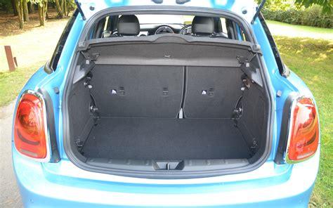 le coffre de la mini 5 portes est un tantinet plus grand que celui de la version r 233 guli 232 re