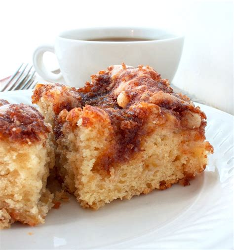 You'll never wake up on the wrong side of the bed with this cake waiting for you! Sour Cream Apple Coffee Cake - Bunny's Warm Oven