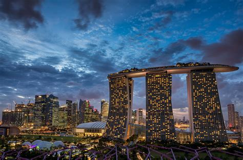Hotel Near Garden By The Bay Singapore - i stayed at marina bay sands just to swim in their