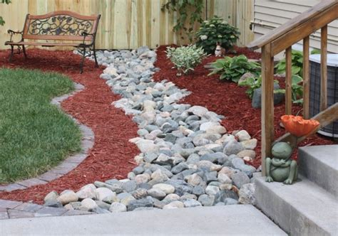 outstanding red mulch landscaping ideas   love  copy