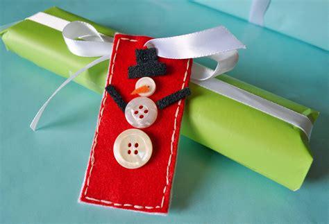button snowman gift tags   fun diy button gift tag