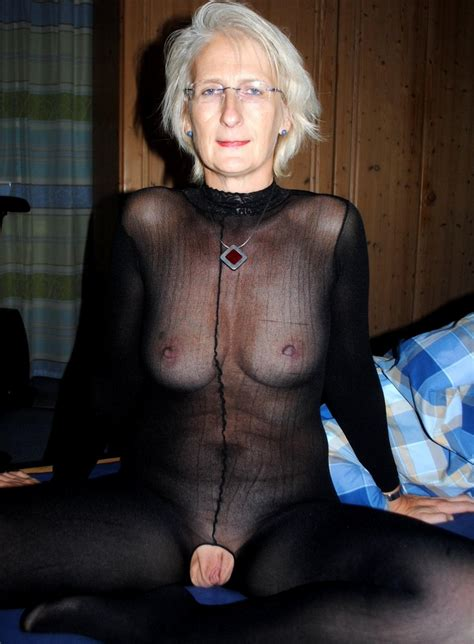 Hottest Canadian granny nude. Full-size picture #1
