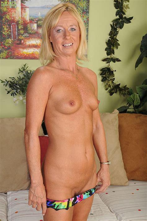 Blonde Milf Casey Ivy Flick Her Shave Mound Milf Fox