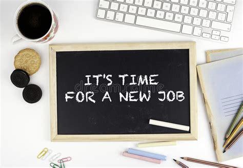 tableau sur le bureau avec le texte le service informatique est l heure pour un nouveau