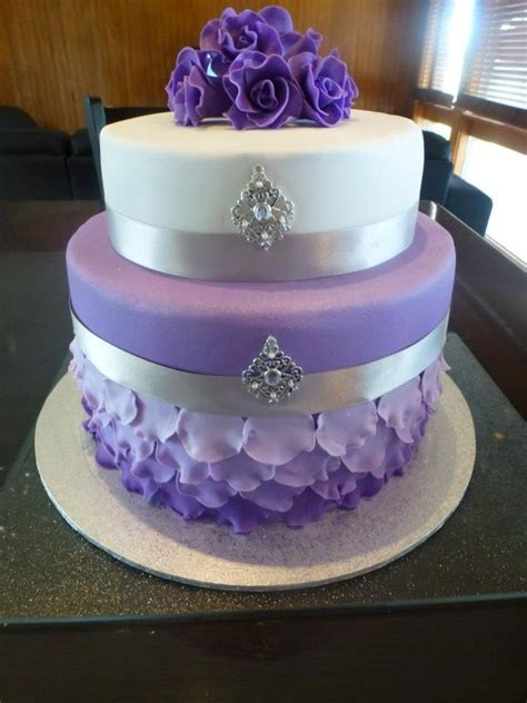 199+ Purple And White Rosette Cake