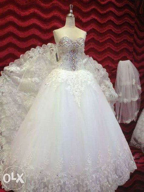 wedding gown with free high heel shoes for sale