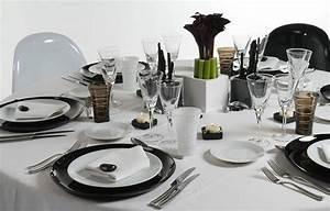 Couvert De Table Design : l art de la table mettre le couvert comme il faut ~ Teatrodelosmanantiales.com Idées de Décoration