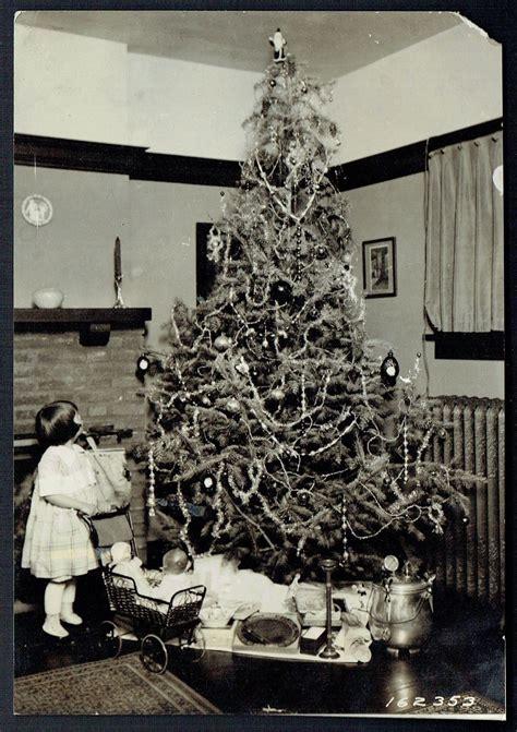 1920 tree w toys beautiful