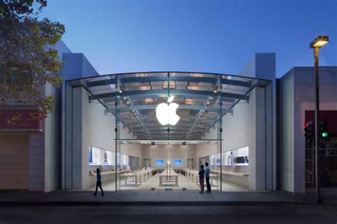 apple siege social tim cook visite le nouvel apple store de palo alto