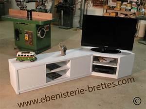 Meuble D Angle Pour Tv : meuble television angle brillant ebenisterie brettes ~ Teatrodelosmanantiales.com Idées de Décoration