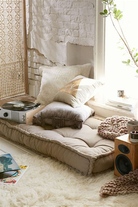 Cool Comfy Bedroom Chairs by Can You Replace A Sofa With A Daybed Decorating Lonny