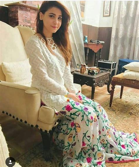 latest beautiful clicks  hina altaf   friend mahi