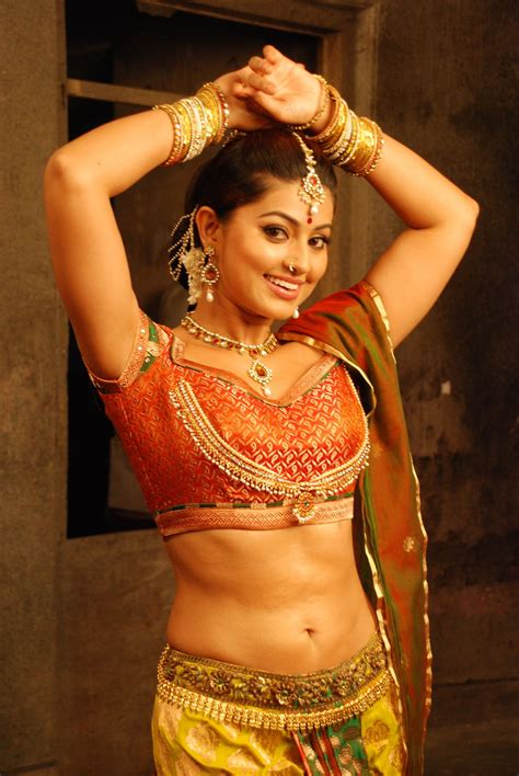 Tamil Actress Gorgeous Sneha Beautiful Hot Stills Ponnar