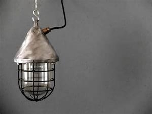 Vintage Lampen Berlin : bunkerlampe no 193 works berlin restauriert und verkauft original vintage industriedesign ~ Markanthonyermac.com Haus und Dekorationen
