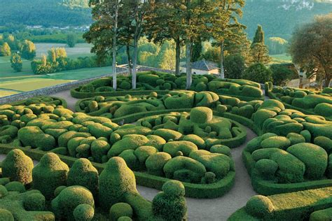 Topiary : The Best Public Topiary Gardens