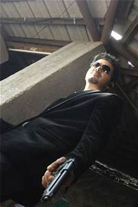 thupakki movie pictures, vijay in black coat with gun ...