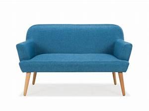 30 petits canapes pour les petits espaces des idees With petit canapé convertible avec tapis jute rond
