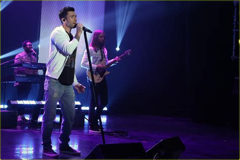 maroon 5 first song full sized photo of watch maroon 5 first live performance