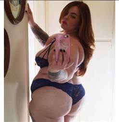 House Baby Shower by Tess Holliday Is The First Ever Size 22 Model To Sign With