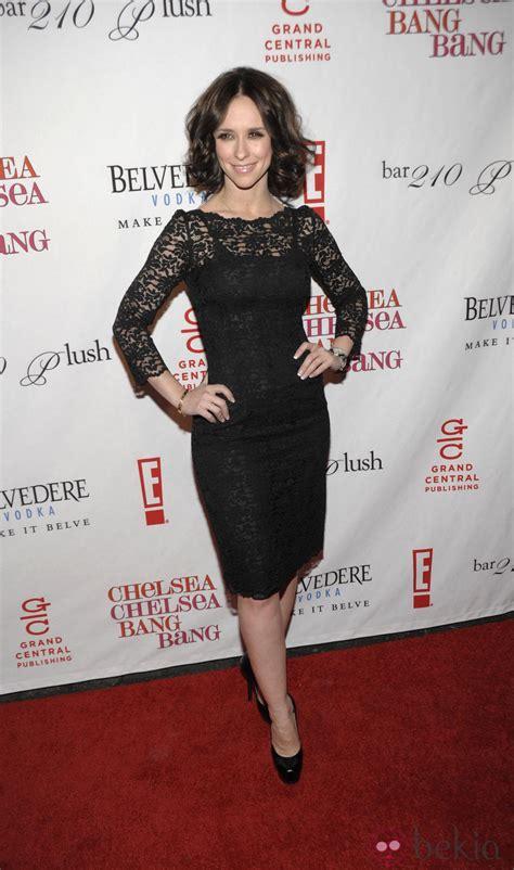 foto de Jennifer Love Hewitt con un vestido de encajeFoto