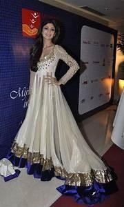 Shilpa Shetty Hot Cleavage Show Pics in Ivory White Bridal ...