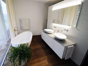 Welche Fliesengröße Für Kleine Bäder : bad mit freistehende badewanne dachgeschoss ~ Bigdaddyawards.com Haus und Dekorationen
