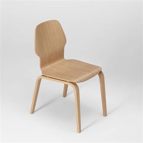 chaise en chene fred chaise design en bois de chêne multiplis empilable