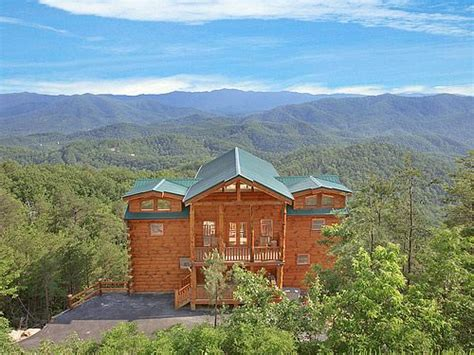 luxury cabins gatlinburg tn 17 best images about home theater room pigeon forge