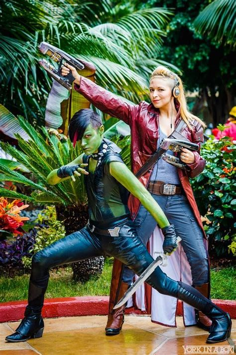 Captain Stephanie Rogers And The Gender-Swapped Marvel ...