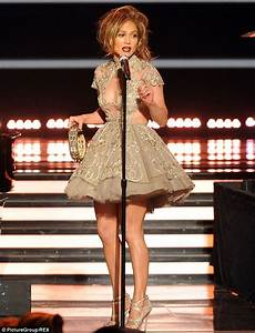 Jennifer Lopez flashes the flesh for American Idol finale ...