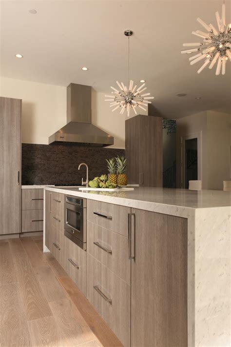 sleek modern kitchen  spiked pendant lights