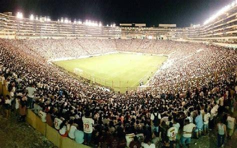 En muchas palabras se representa con el. Universitario igualó sin goles con la Universidad Católica en la 'Noche Crema'   Canal N