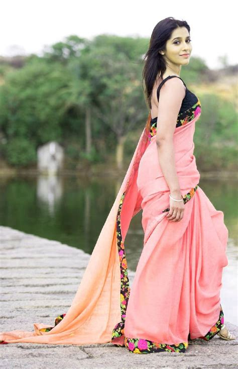 rashmi gautam side view in saree