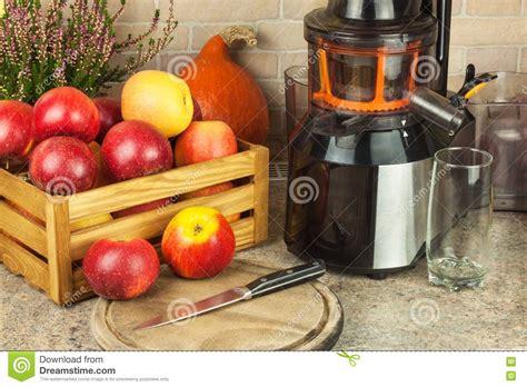 apple juice processing fresh autumnal preparing juicing apples juices juicer fruit healthy kitchen dieting