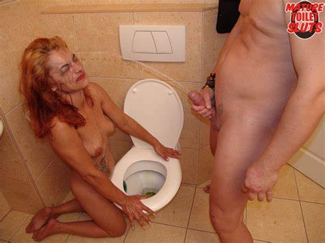 Like My Old Mum In Toilet Spacy Housewife Women Kiss Twats And Kissing Meat On The Toilet