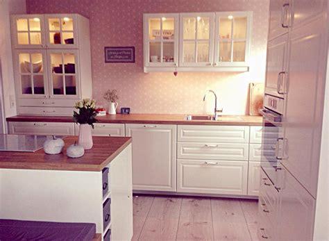 Tapeten Küche Ideen by Wei 223 E K 252 Chen Mit Holzarbeitsplatten Wohnkonfetti