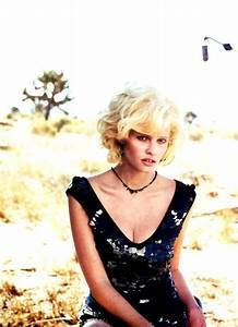 "Editorial ♥ || ""Modern Marilyn"": Lara Stone by Peter ..."