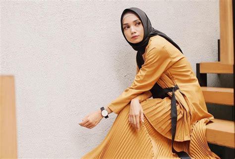 memilih jilbab  cocok  baju warna kuning hijup