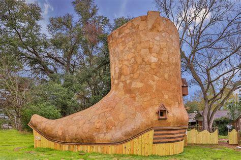 kick    cowboy boot shaped home
